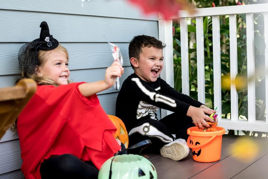 trick or treating little kids